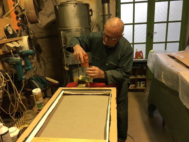 dernières finitions sur la caisse américaine, dans l'atelier de Clovis!