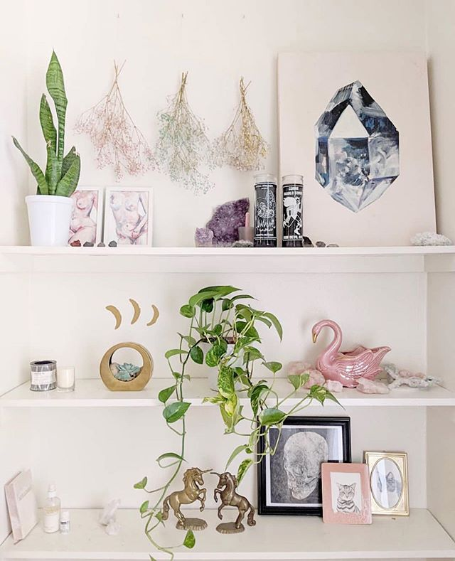 We spy a little zen moment on @blousesandhouses sweet styled shelves 🖼
