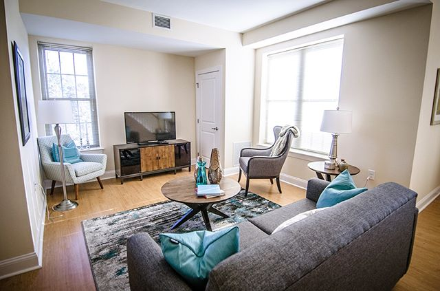 This is West Chester living. Corner Park Apartments has fresh, clean & inviting spaces to make your own. One bedroom apartment homes currently available🌟