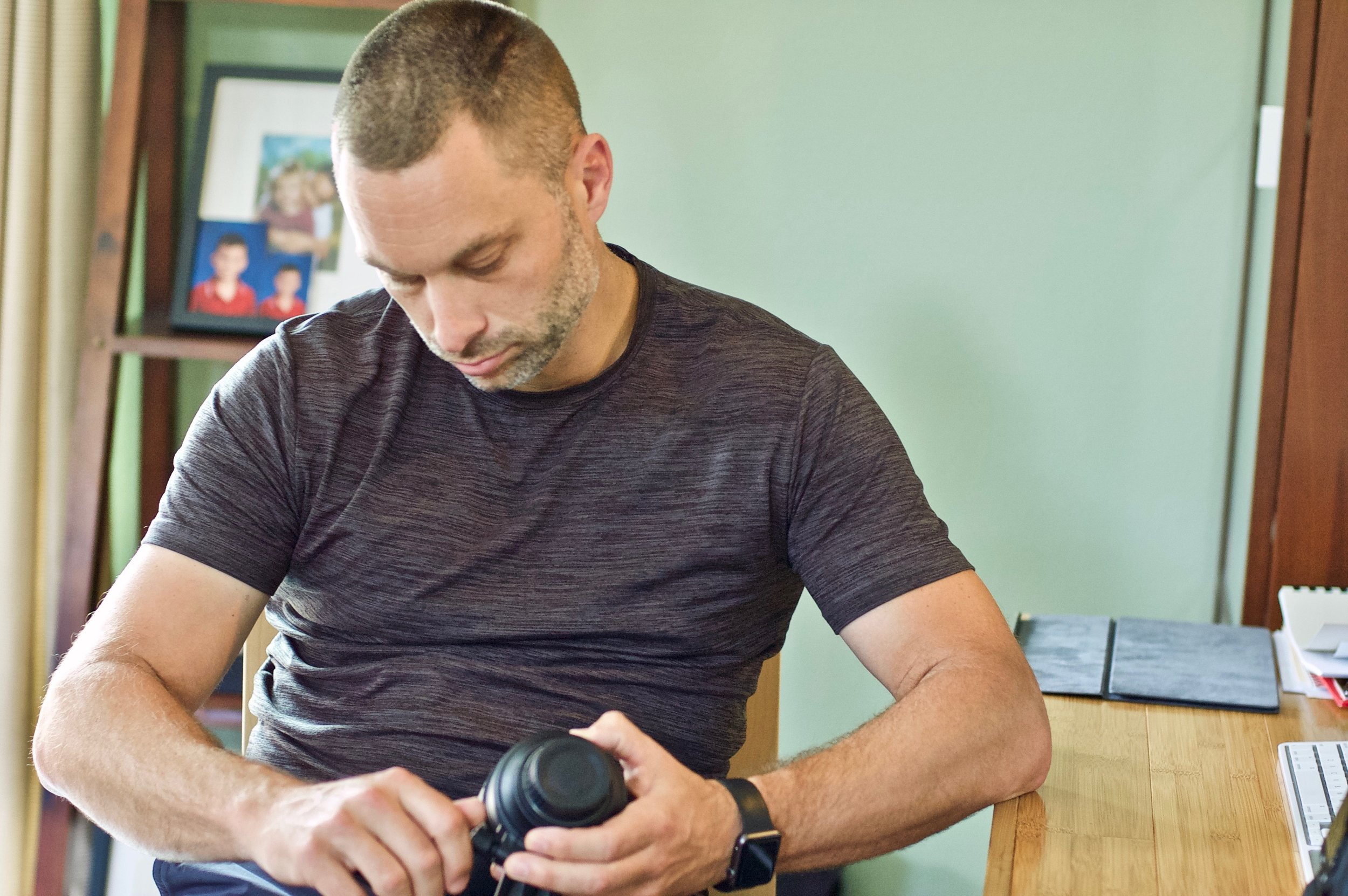 G's shot of dad changing lenses