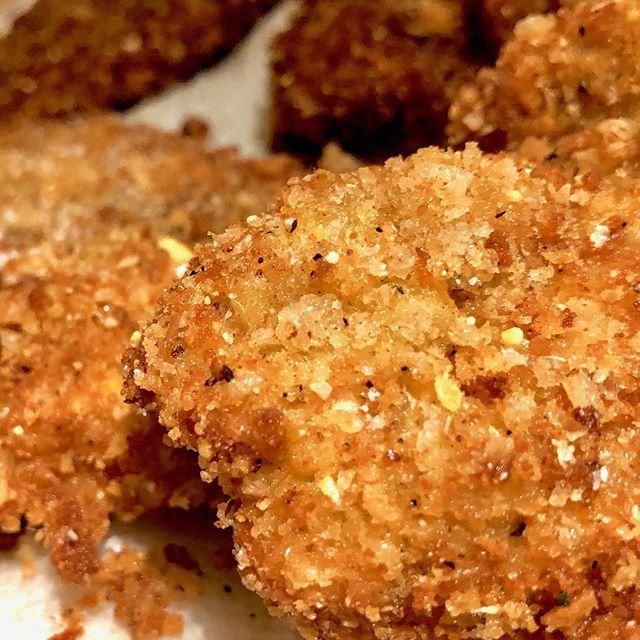 Fried!Chicken!Friday! . . . #friedchicken #chickensandwich #crispy #weekend #eats