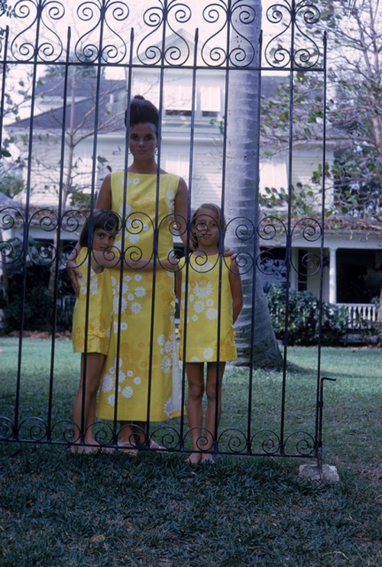 e36641414fb56df6_1963-lilly_and_kids_behind_gate.preview_tall.jpg