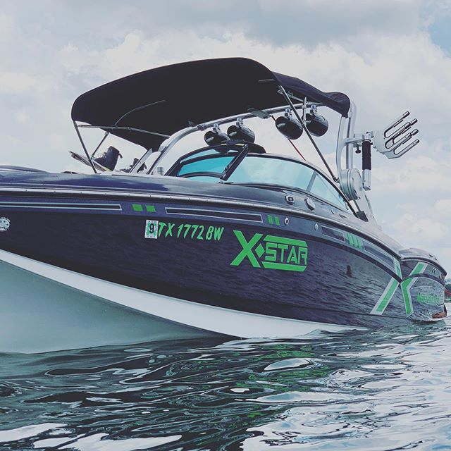 New boat in the fleet! The green machine! 🛥🦖 come check is out!! @mastercraft_boats #xstar #atx #lakelife #texas #vacation #greenmachine #atxwakeadventures