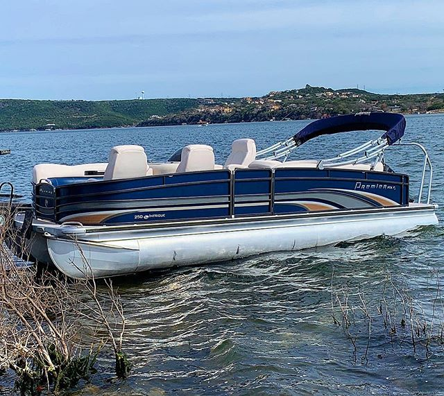 """The Saratoga 🛥 our newest edition to the 2019 Fleet!  She's loaded! Premium Alpine stereo system with a 12"""" sub, blue led lights all over, 12' Bimini top, gps, Mercury 200HP PRO XS motor, gps, plush seating, and room for 20 people!  #atx #laketravis #lakelife #bacheloretteparty #texas #summer #vacation #saratogasprings to #Austin"""