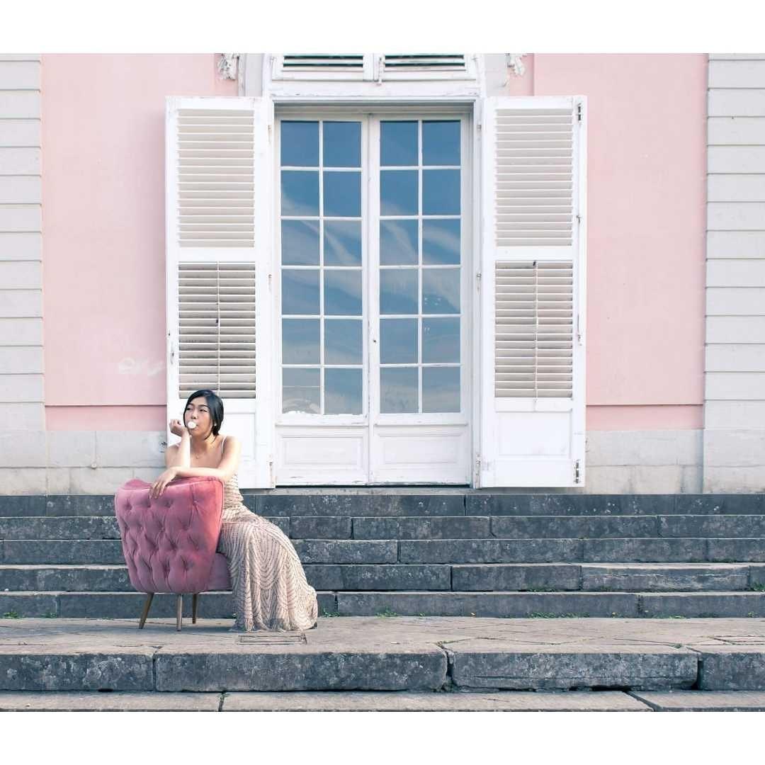 Lynda sparshatt princess diaries shoot pink cocktail chair