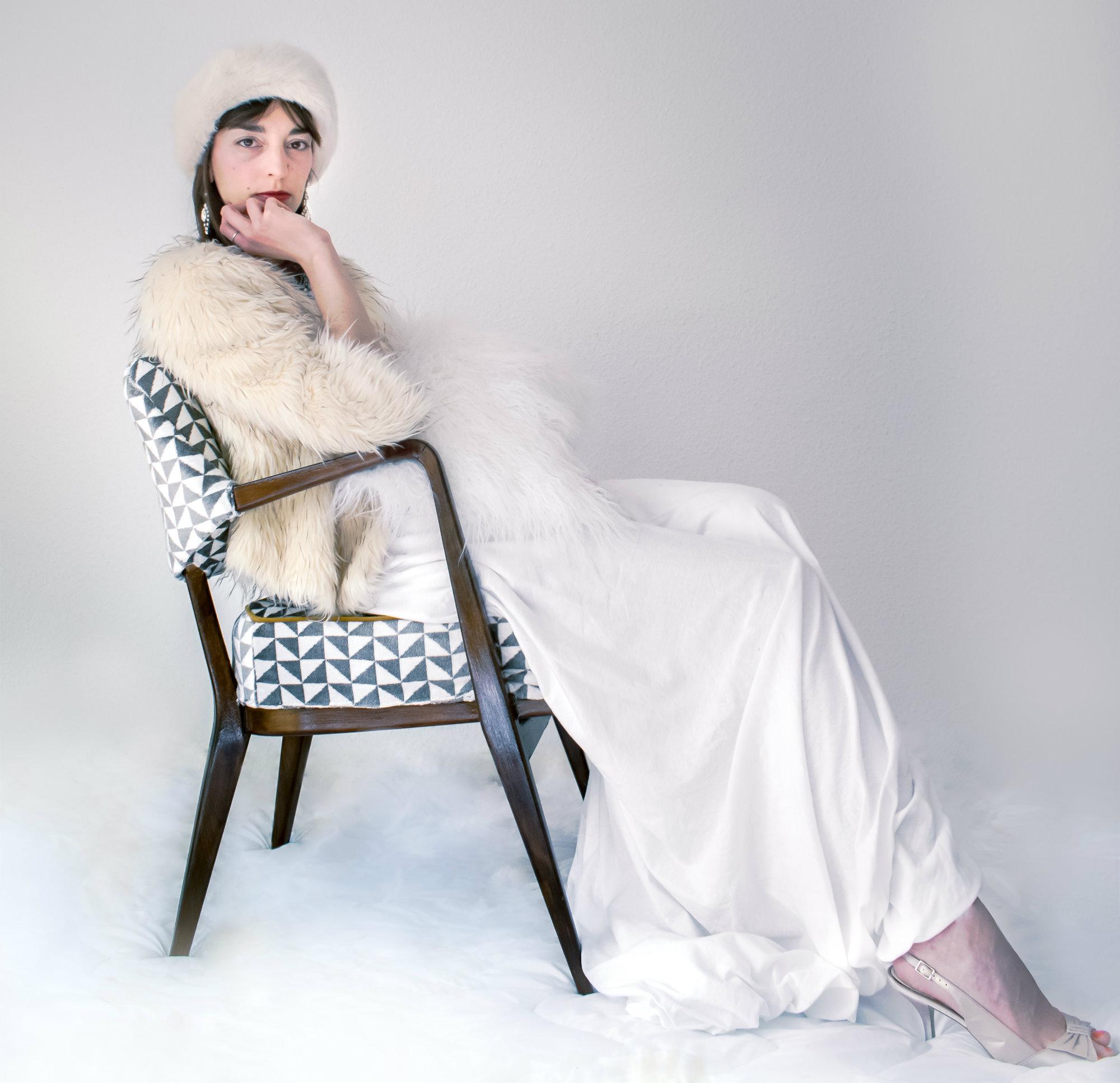 Grey velvet Knoll Antimott Chair