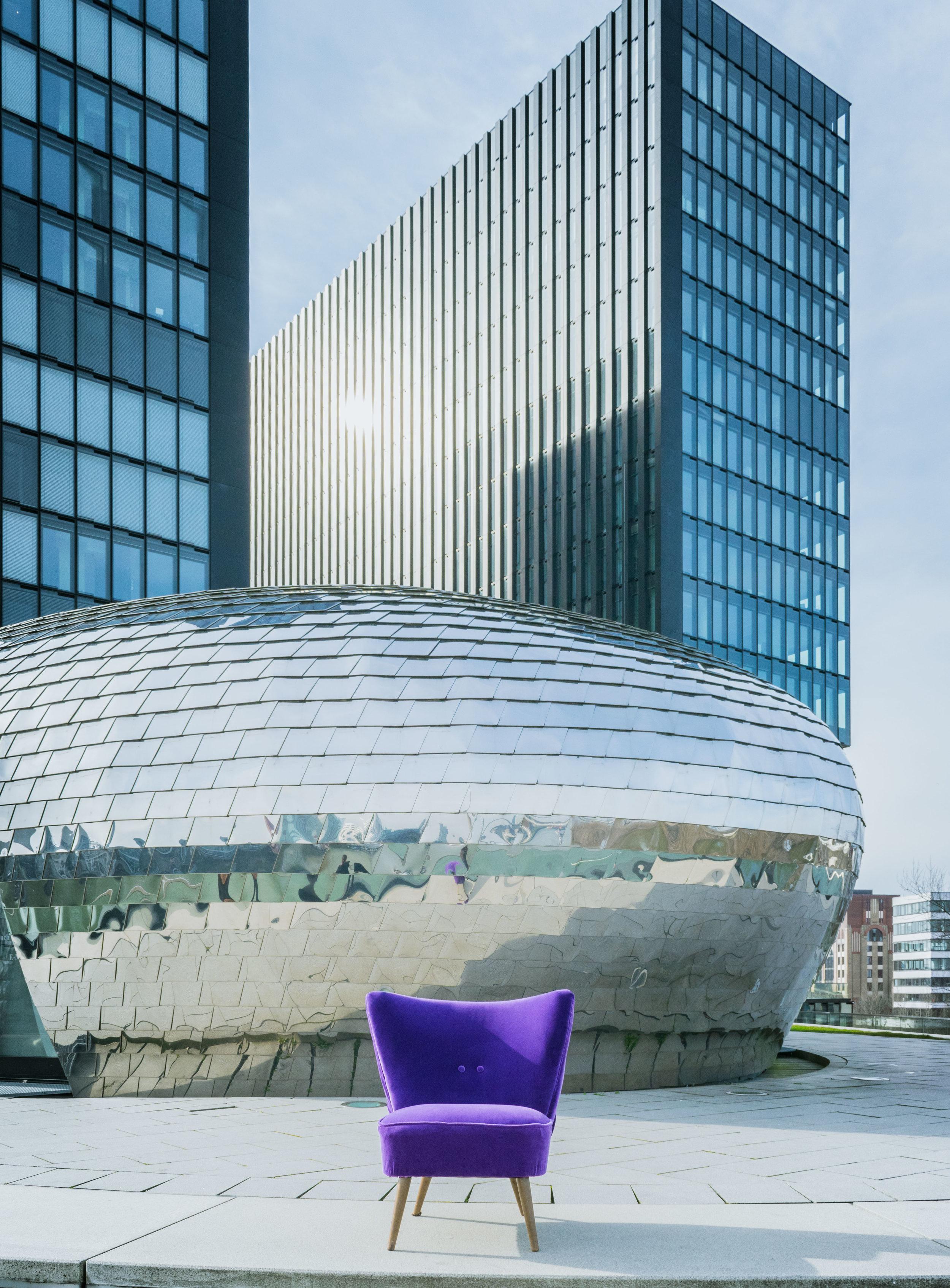 Ultra violet chair in velvet