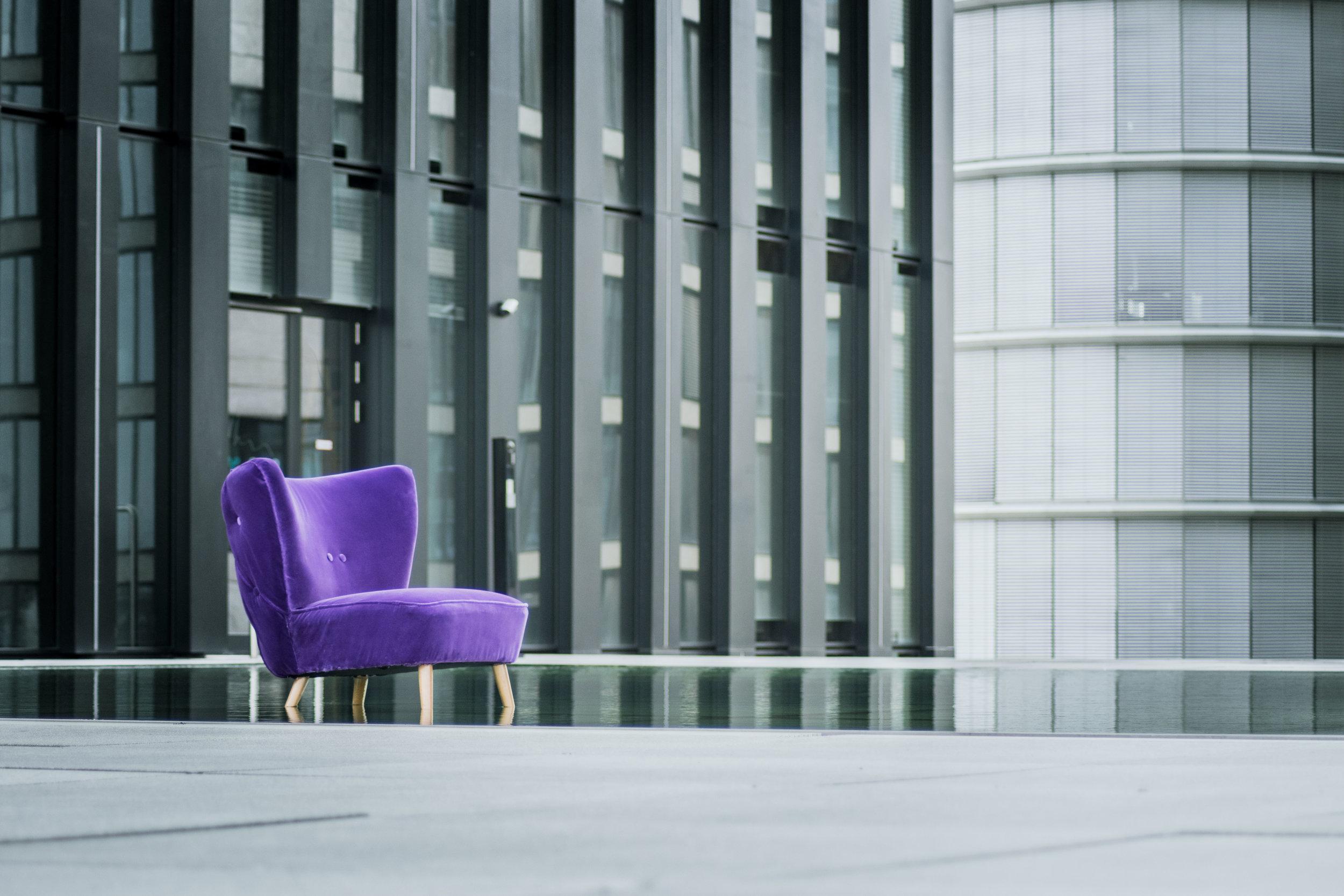 Living room chairs in velvet