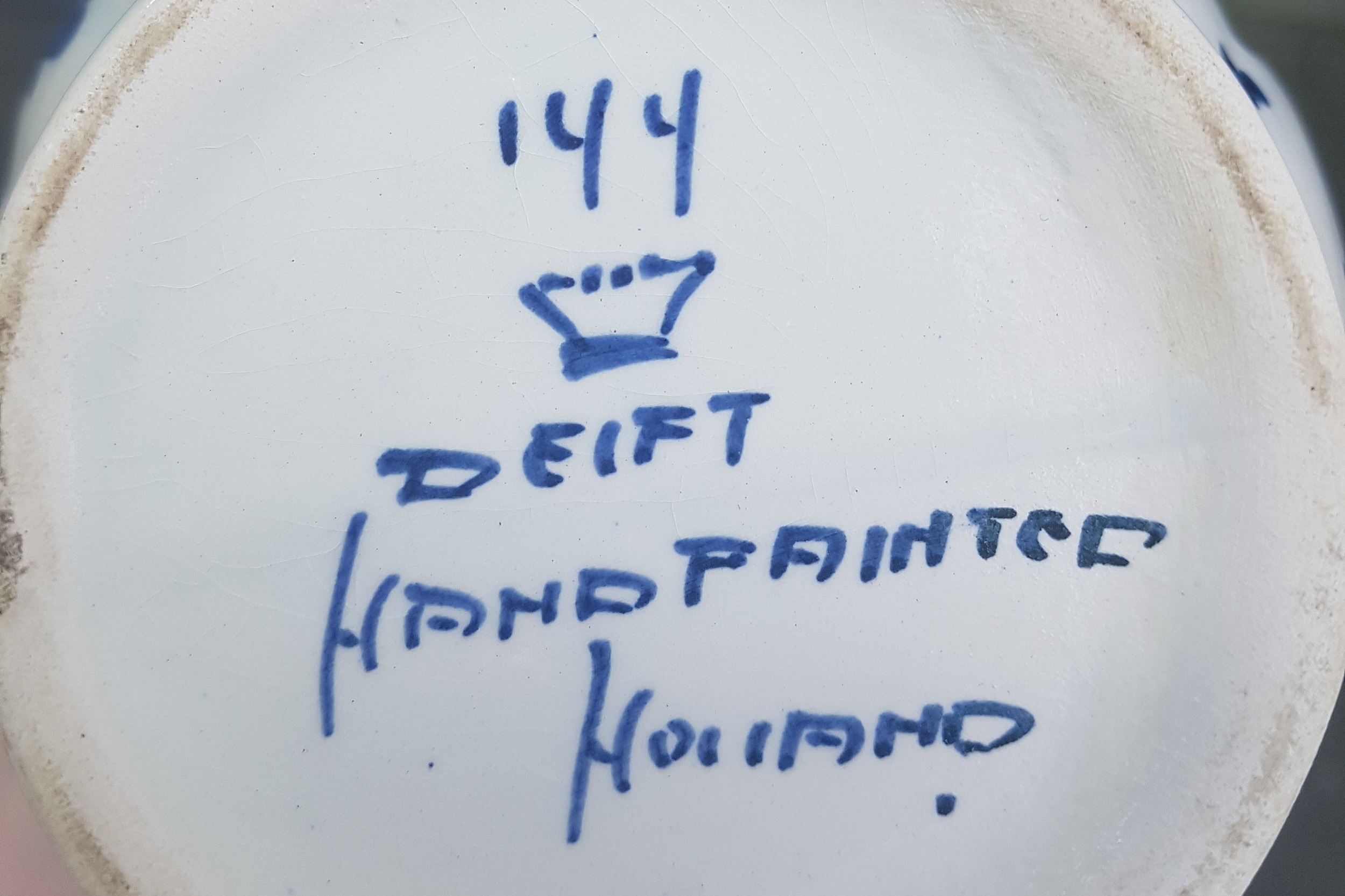 Scroll down for more tips on identifying Delftware.
