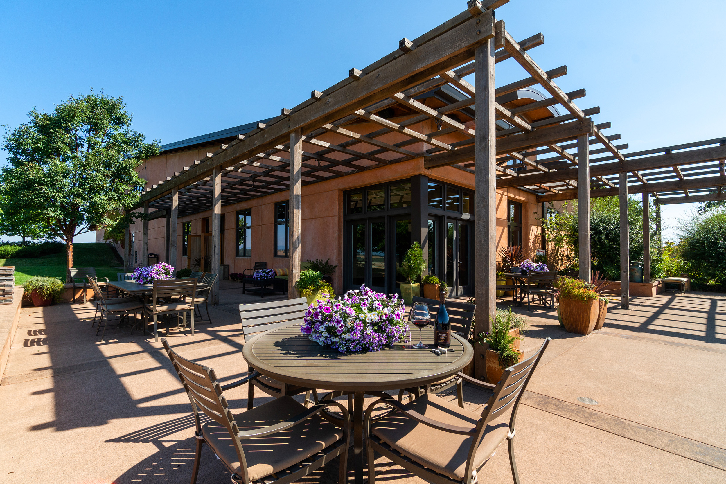 Van Duzer Vineyards Tasting Room Patio