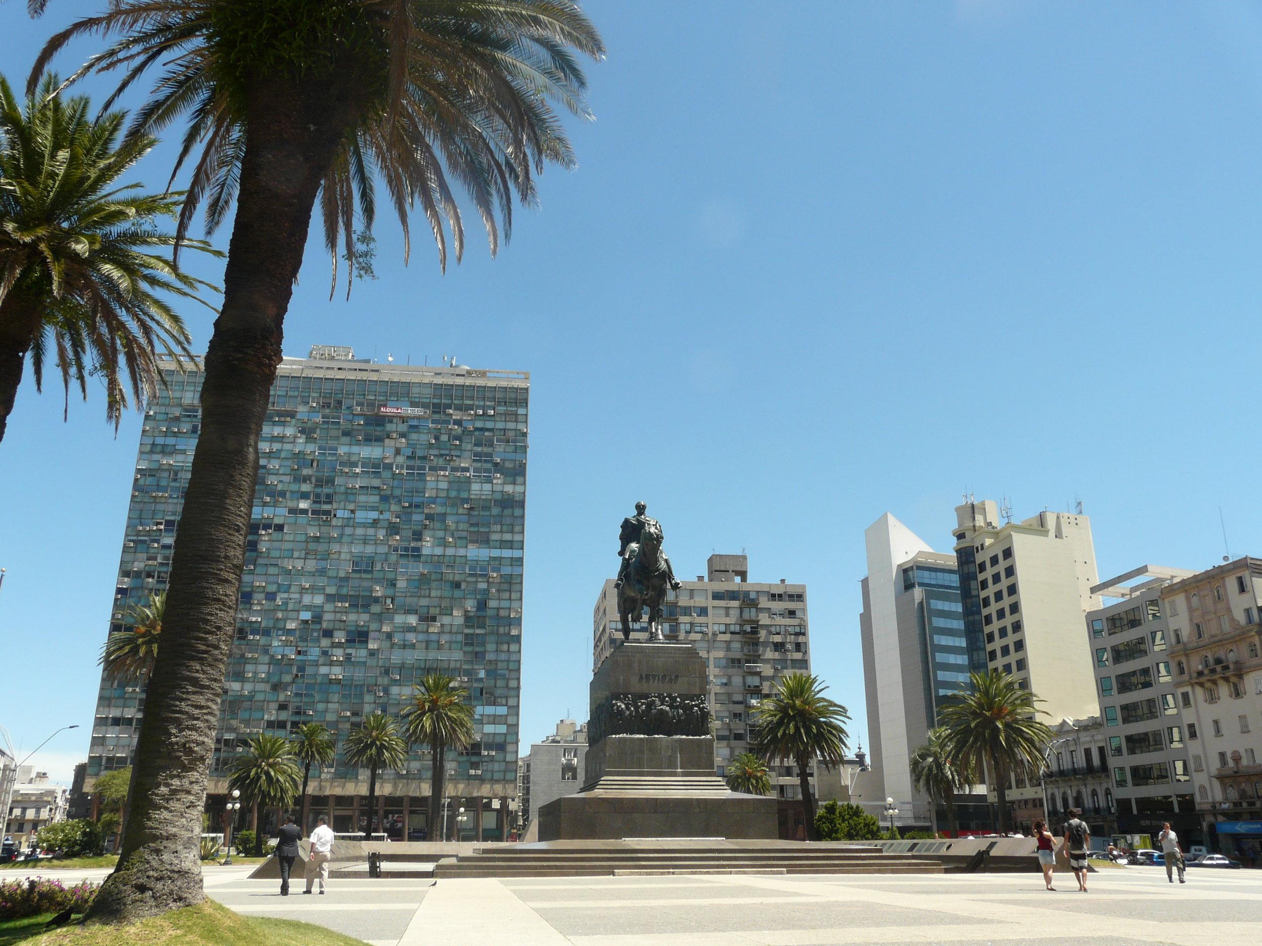 stock-photo-monumento-a-artigas-plaza-independencia-104134399.jpg