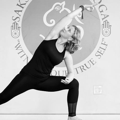 Gentle Yoga - Gentle Yoga is for anyone and everyone, whether you are a beginner in yoga, looking for a restorative class, or you simply want to gently move your body today. For beginners, this gentle flow class is a great introduction to yoga and will leave you feeling more flexible and refreshed.