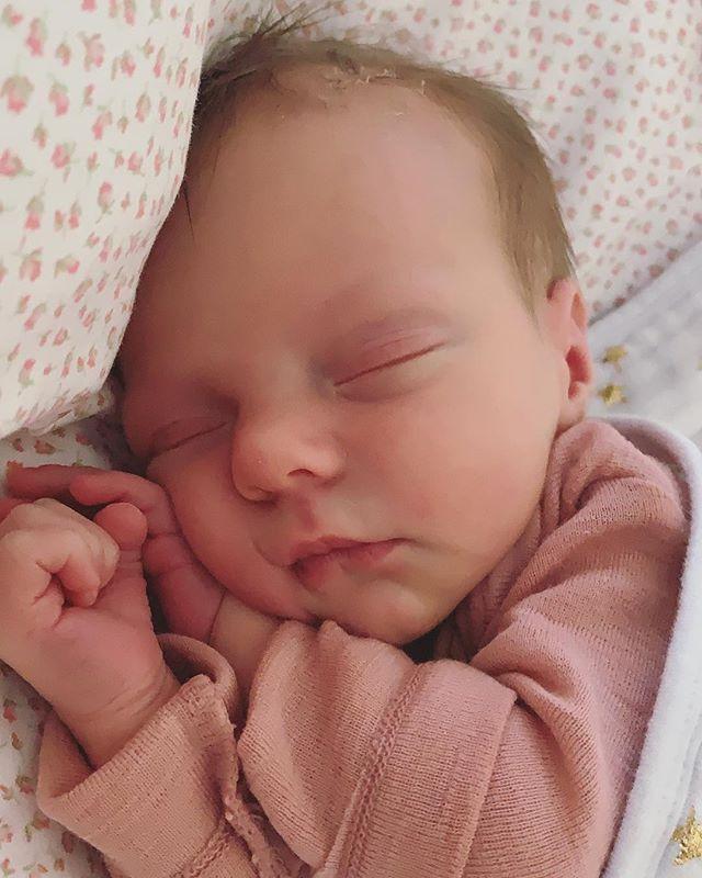Happy Monday from the Newest Lavish Lash team member Georgia Grace 💖 • • • • #love #baby #lavishlashandbeauty #georgiagracewhite #Gigi #lashextensions #russianvolume #orewa #auckland #newzealand