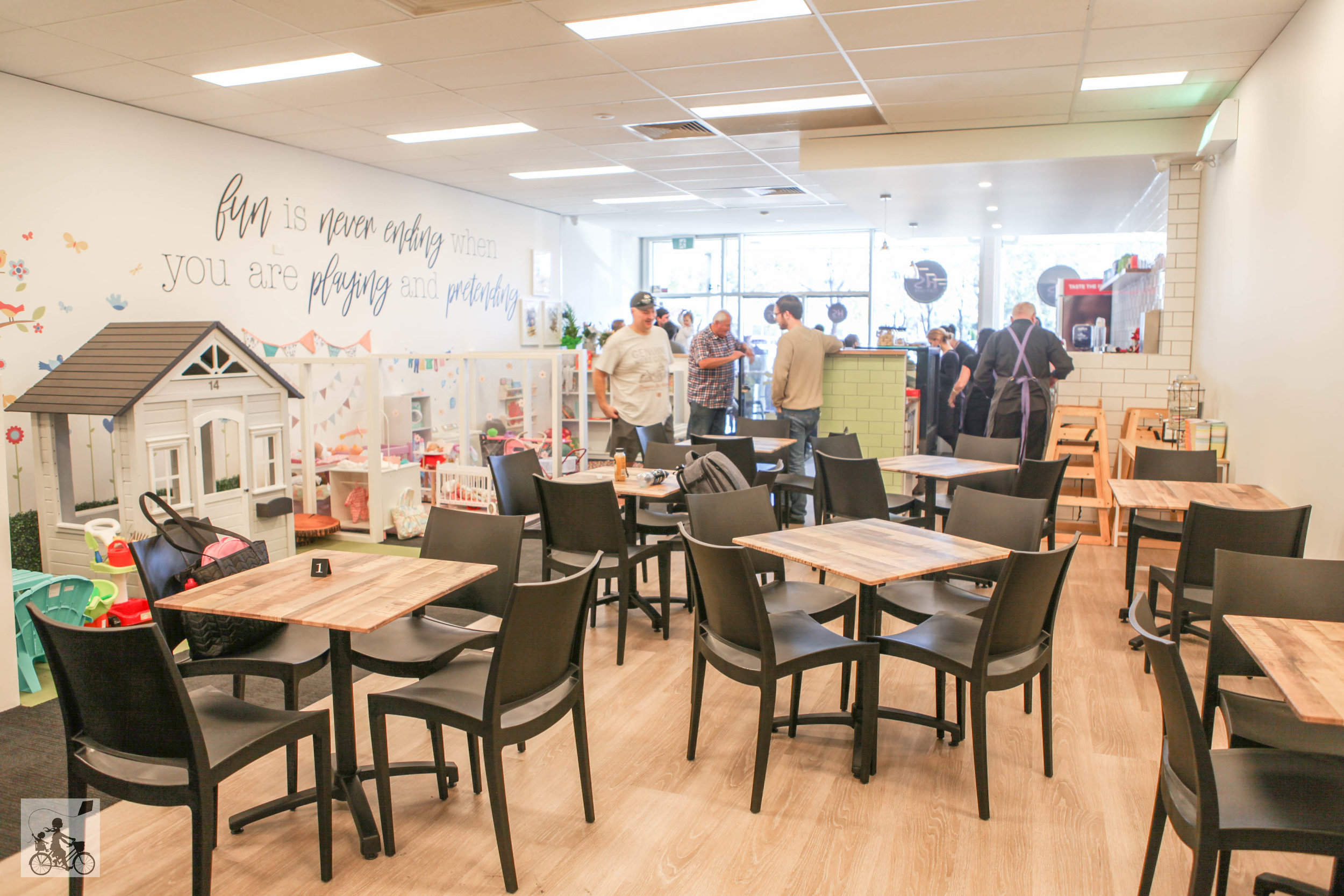 Mamma Knows South - hopscotch play cafe, narre warren south