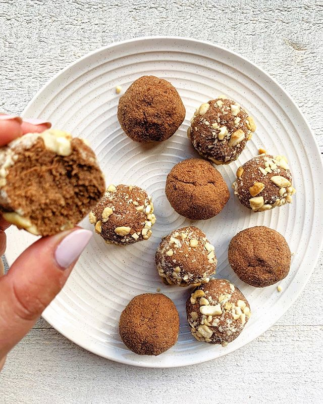 Happy Thanksgiving weekend to my Canadian friends! 🦃 🍂💛⠀ ⠀ I'm back with some more protein bites! ⠀ ⠀ This time I used @landishfoods plant-based chocolate reishi mushroom protein powder (don't worry, you can't taste the mushrooms 🍄 ).⠀ ⠀ Here's the recipe for these little guys: ⠀ ⠀ ▫️ 4 tbsp. @landishfoods chocolate protein powder⠀ ▫️ 1/2 cup coconut flour⠀ ▫️ 1/4 cup almond butter⠀ ▫️ 1/4-1/2 cup almond milk⠀ ▫️ 1/2 tsp. pure vanilla extract⠀ ▫️ 1 tbsp. maple syrup ⠀ ▫️ 1/4 tsp. mountain salt (you can use sea salt)⠀ ▫️ Optional: Crushed cashews to roll bites in⠀ ⠀ Add everything to your blender (except cashews if using) and blend until most of it is mixed together. You will need to scrape the sides down.⠀ ⠀ Add mix to a bowl and use a spoon or spatula to make sure the batter is smooth.⠀ ⠀ Put in the fridge for 20-25 minutes.⠀ ⠀ Remove from fridge and make little round balls and roll in crushed cashews (I crush them with a rolling pin).⠀ ⠀ Place on baking sheet (I made 12) and put in the fridge or freezer to get firm. Fridge for about 1-2 hours and freezer for about 30 mins - 1 hour.⠀ ⠀ Enjoy! 🧡⠀ ⠀ ⠀ ⠀ ⠀ ⠀ ⠀ ⠀ ⠀ ⠀ ⠀ ⠀ ⠀ ⠀⠀ ⠀ ⠀ #healthandwellness #holistichealth #holisticnutrition #holisticnutritionist #fuelyourbody #nourishyourbody #eatyourgreens #eatrealfood #eeeeeats #eatingwelleats #iamwellandgood #wellandgoodeats #youarewhatyoueat #mindbodygreen #mindbodygram #tiu #tiunutrition #igerstoronto #foodgawker #huffposttaste #popsugar #mississauga #gta ⠀