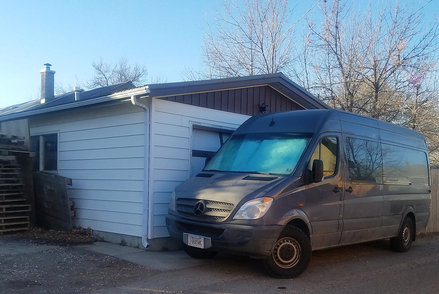 traveling in canada - how to find a van workspace