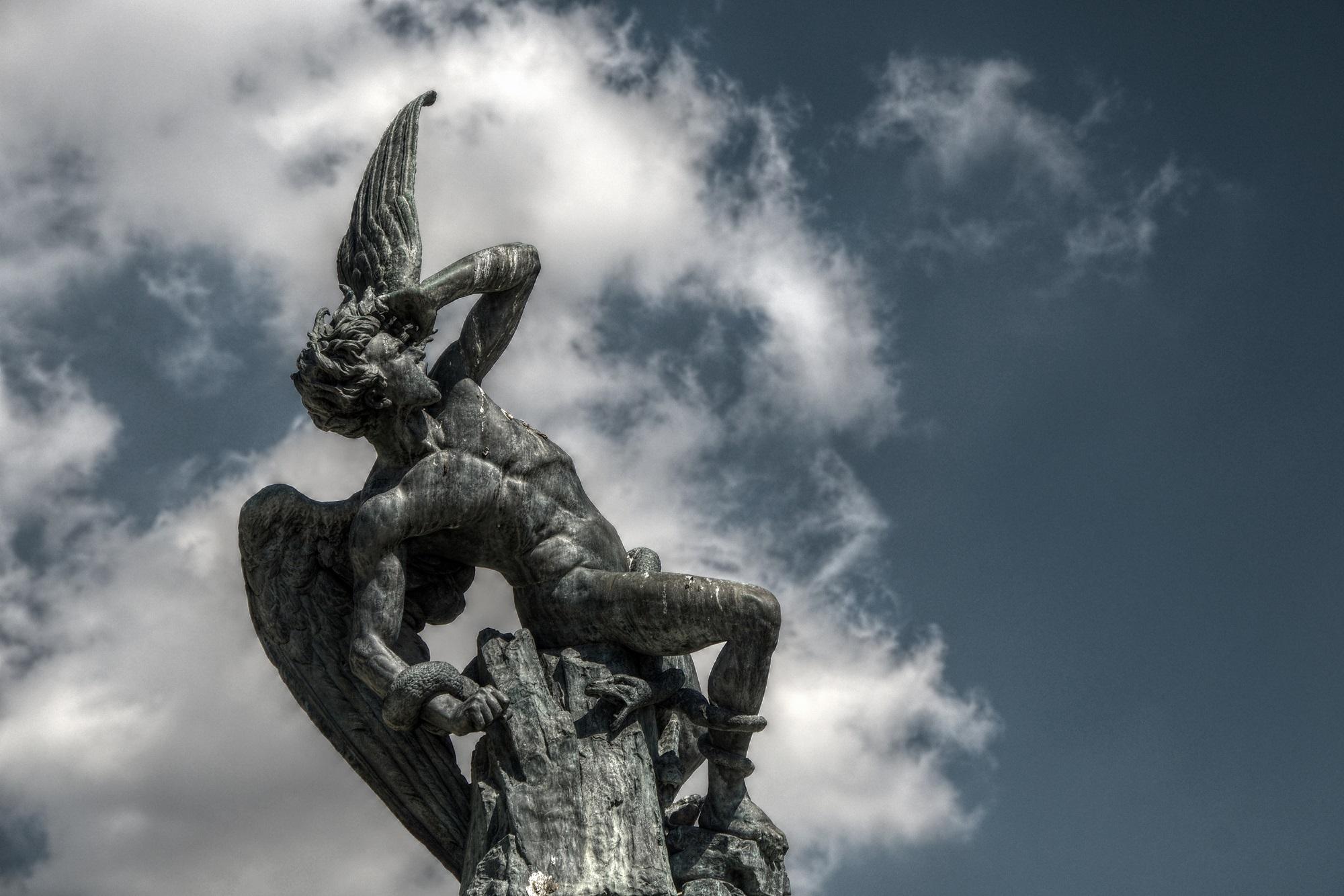 fallen angel_wiki commons.jpg