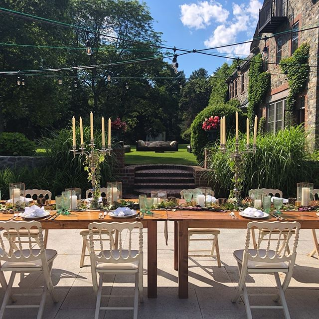 Nothing says summer like Al Fresco dining! Intimate dinner parties at home are so special and our specialty. #itsjuly . . . #bostoneventplanner #womeninspiringwomen #bostonevents #privateparty #cocktailparty #bostonevents #bostondotcom #bostonusa #boston_igers #bostonfood #privatedinner #privatedining #backyarddining #womeninspiration #womenmakingmoves