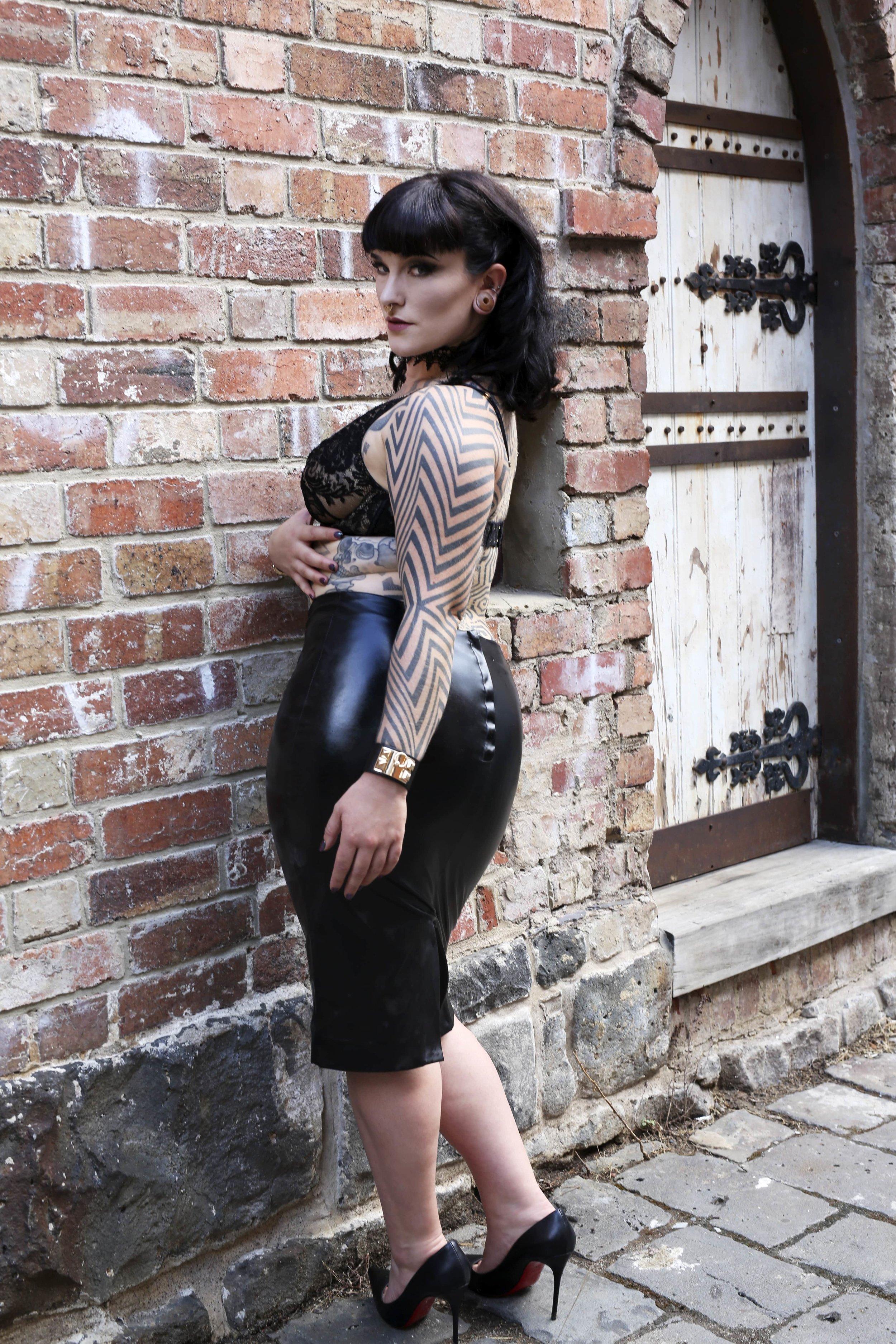Tallula Darling tattooed fetish escort, cultural companion, dinner date, art date, theatre date, dance date, ballet date, GFE date