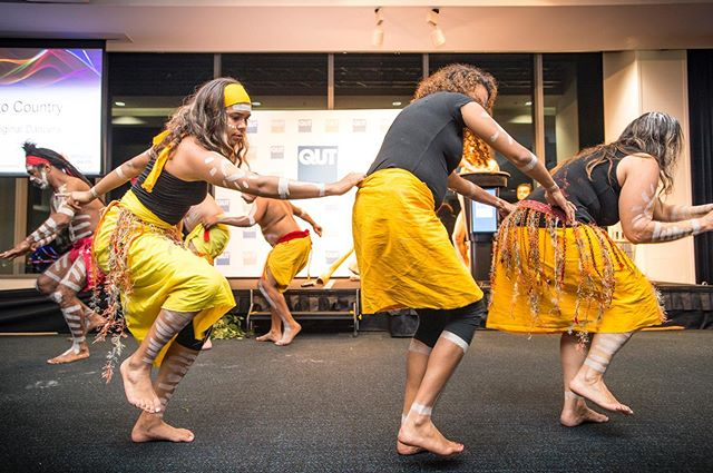 Honour to dance again at Migun Dhagun the spikey country in Miguytun Brisbane, birth place of one of our Grandfathers ✊🏾thank you @qutrealworld