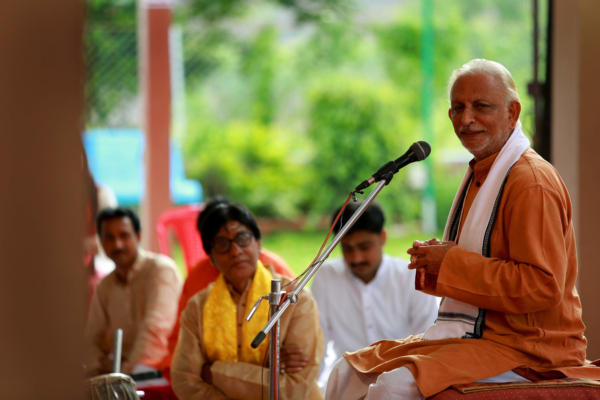 An-intimate-Satsang-on-Gurupoornima-Pandit-Kanta-Prasad-Mishra-looks-on-Nashik-Maharashtra.jpg