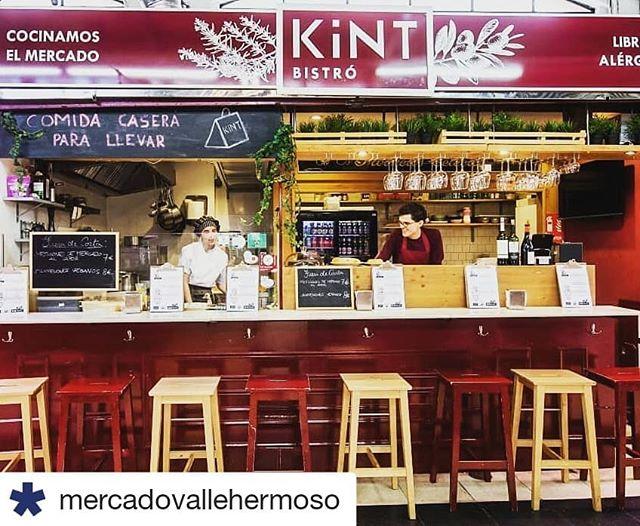 #Repost @mercadovallehermoso ・・・ Estamos en #mayocelíaco, el mes de las flores y de que nos enteremos todos de una vez de que comer #singluten no es solo un capricho o una moda para algunos... En el mercado tenemos el lujo de tener a Gigi al frente de @kintfood , un restaurante certificado que lógicamente no pone ni una pizca de gluten en sus platos -ricos, riquísimos, palabrita-, así que es el mejor rincón para 'celebrar' hoy -zampando, claro-, el #DíaInternacionaldelcelíaco y para comer o cenar cualquier día, of course!  Al loro, HERMOSOS, que el mes nos va a traer más pistas sin gluten en nuestros dominios.  #MercadodeVallehermoso #mercadosdeMadrid #glutenfree #sinalergenos #glutenfriendly #KintBistro