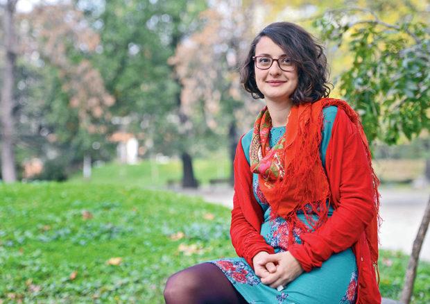 """Янина Танева   Сдружение """"Фабрика за идеи""""   Янина Танева вярва, че средата е почвата, в която могат да покълнат иновативните модели и творческия потенциал, които водят до позитивна социална промяна. Именно заради това тя влага толкова много в проекта """"Фабрика за идеи"""", с които цели да създаде един нов, справедлив, проспериращ и по-щастлив свят."""