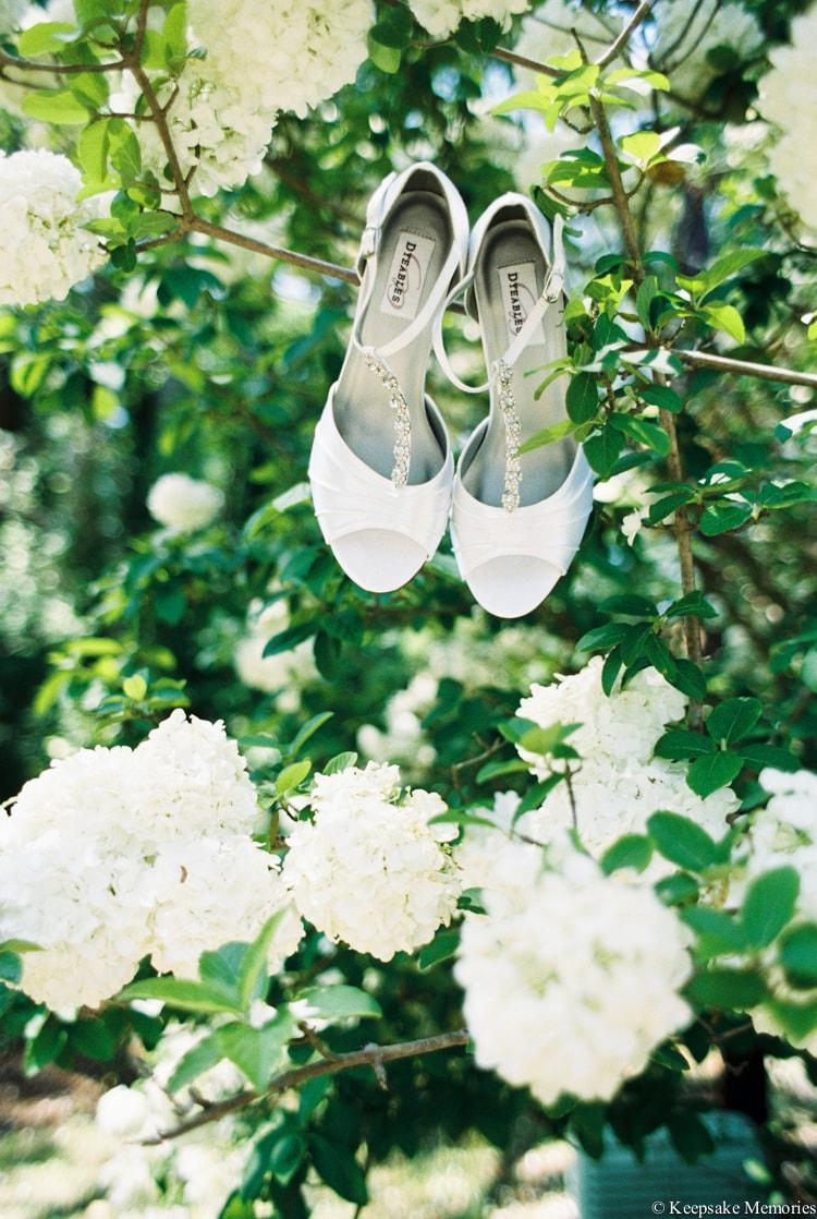 the-garden-at-millbrook-raleigh-wedding-photographers-min.jpg