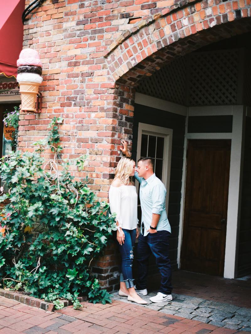 downtown-wilmington-north-carolina-engagement-photos-6.jpg
