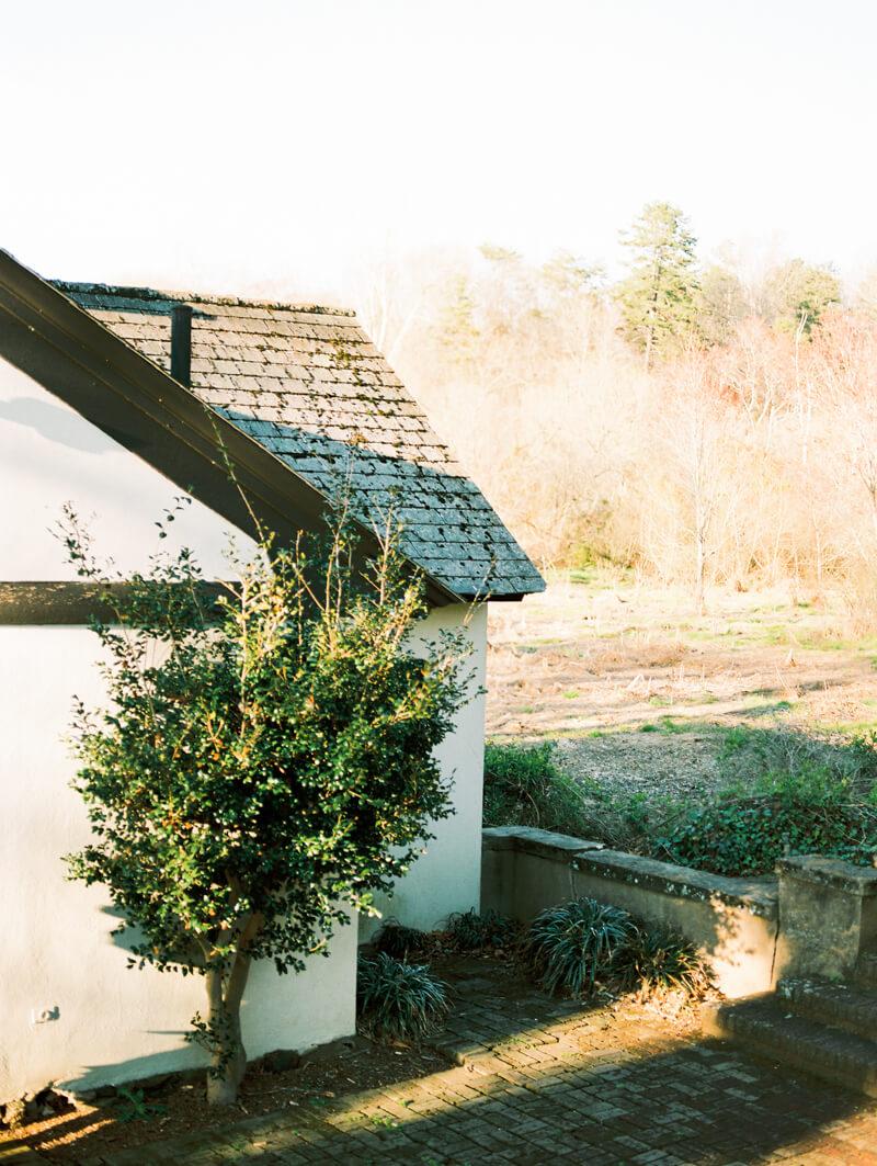 reynolda-village-engagement-photos-winston-salem-12.jpg