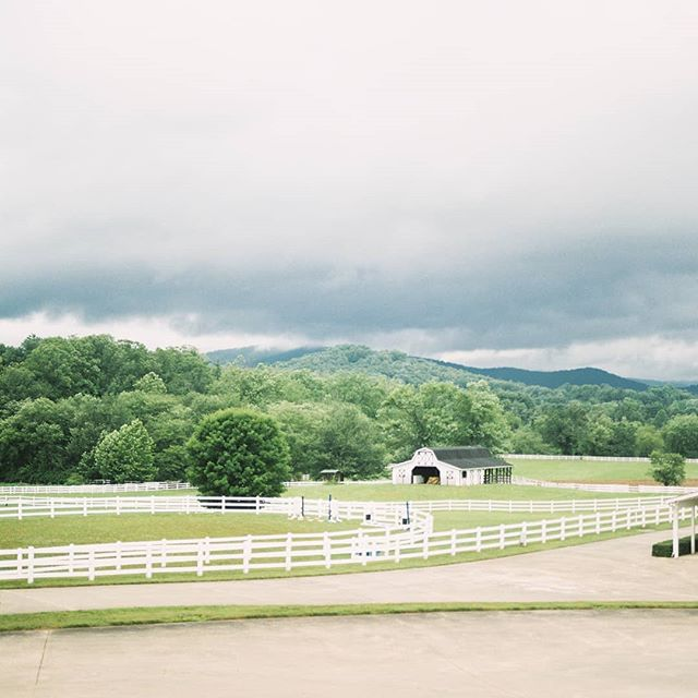 Hendersonville, North Carolina travel photos on the blog. #hendersonvillenc #mountains #travelphotography