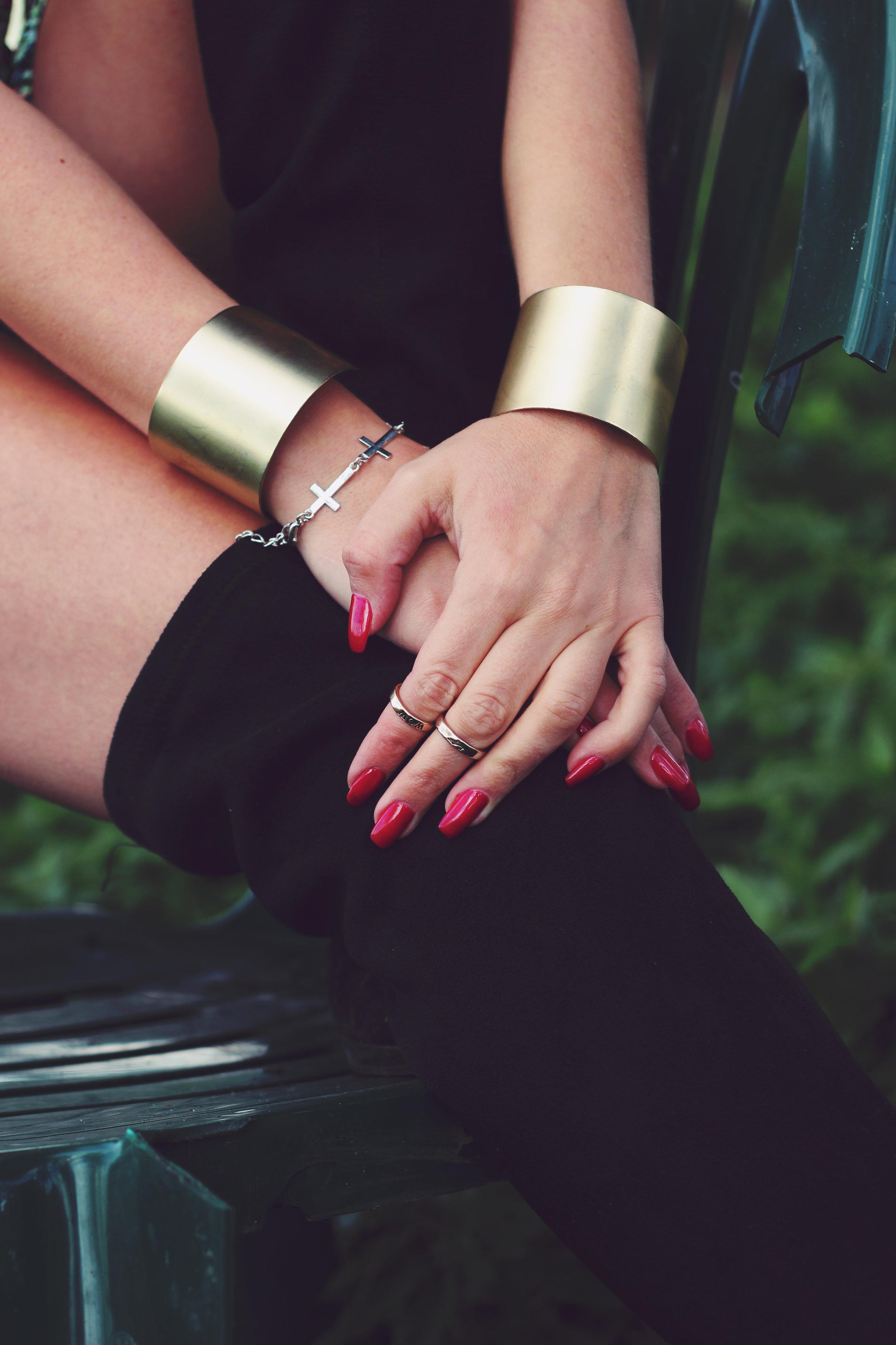 red-hands-hand-jewellery.jpg