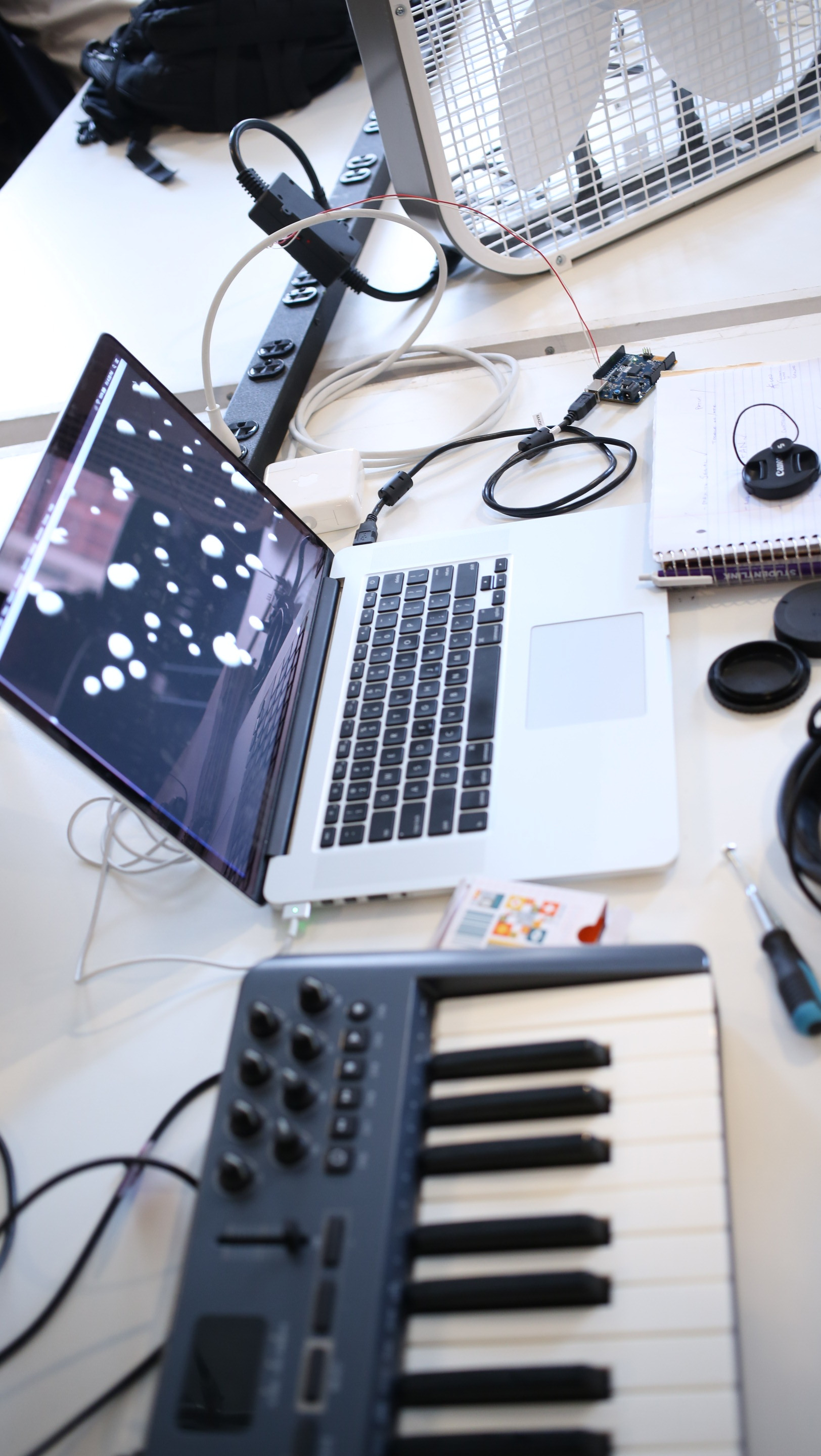 MIDI Controller sends bangs to generate particles in MAX.
