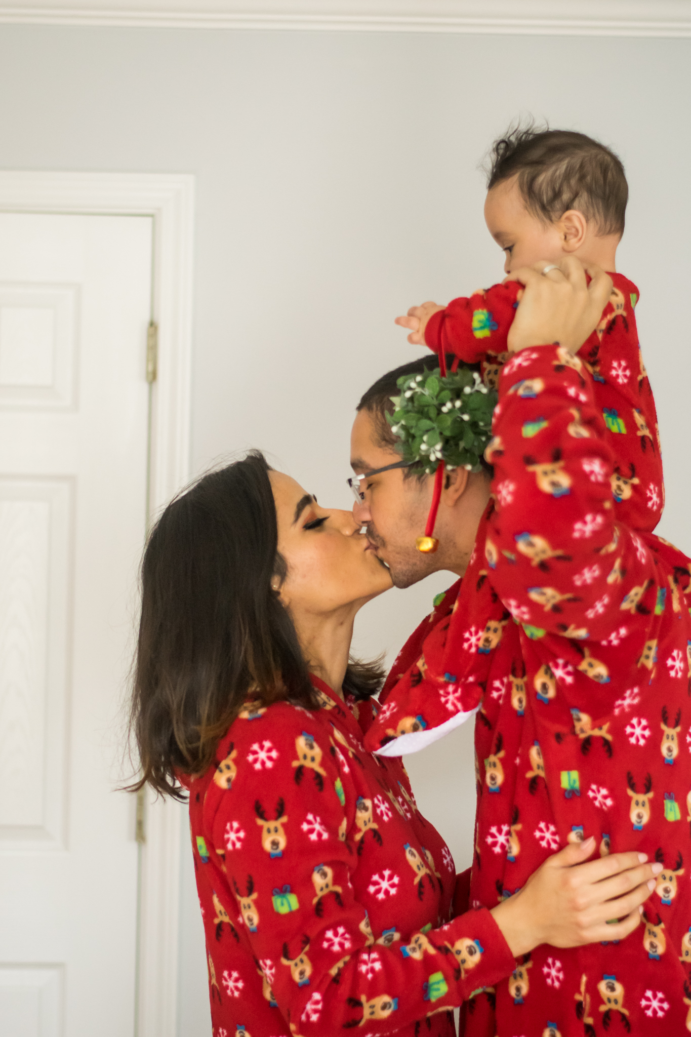 babys-first-christmas-mistletoe-ideas