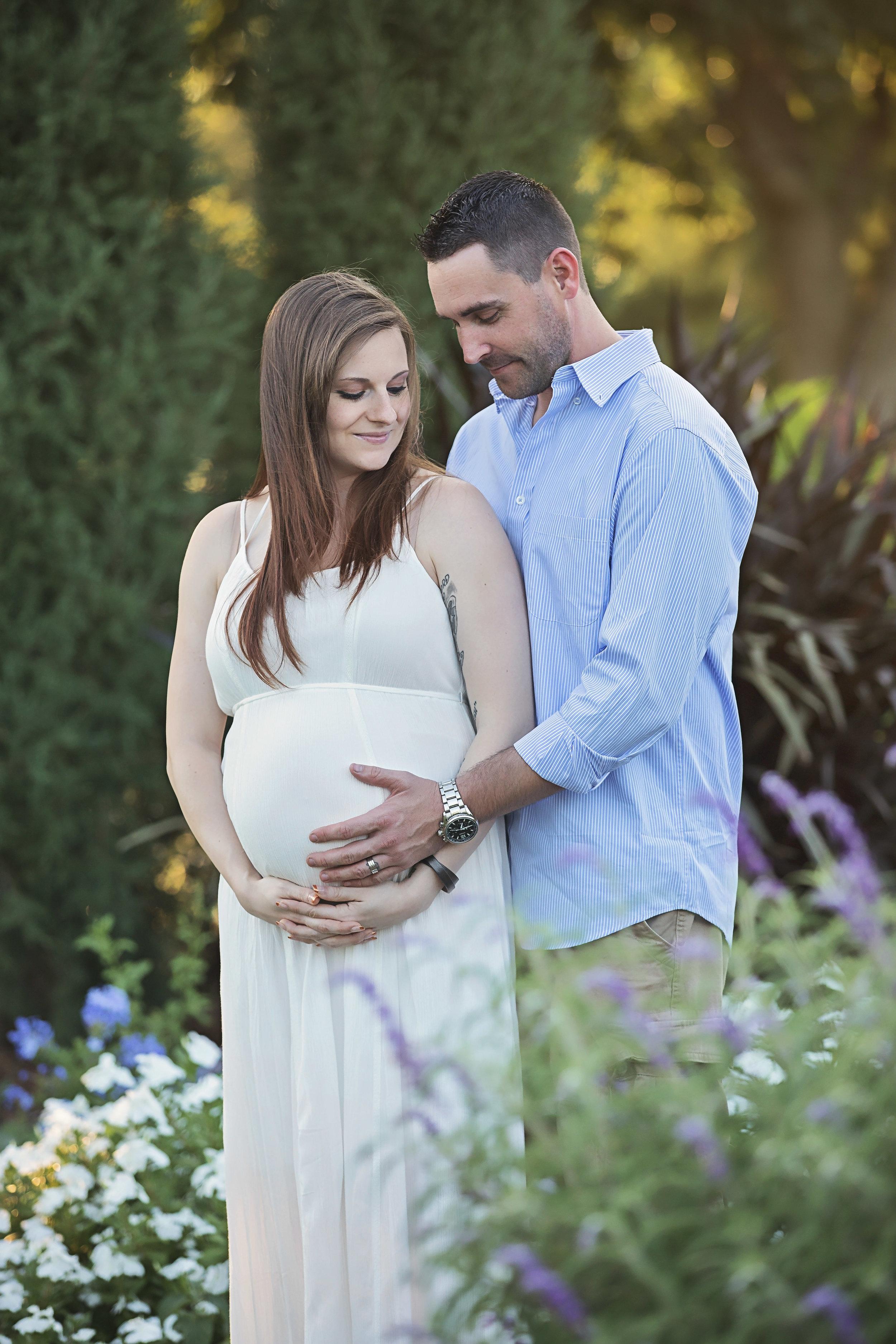 Maternity photoshoot at Will Rogers Park in Oklahoma City by Amanda Lynn Photography.