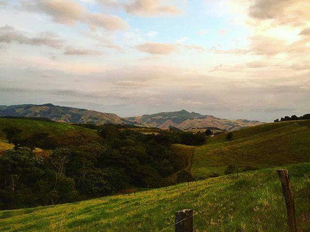 Rolling hills near Monteverde.