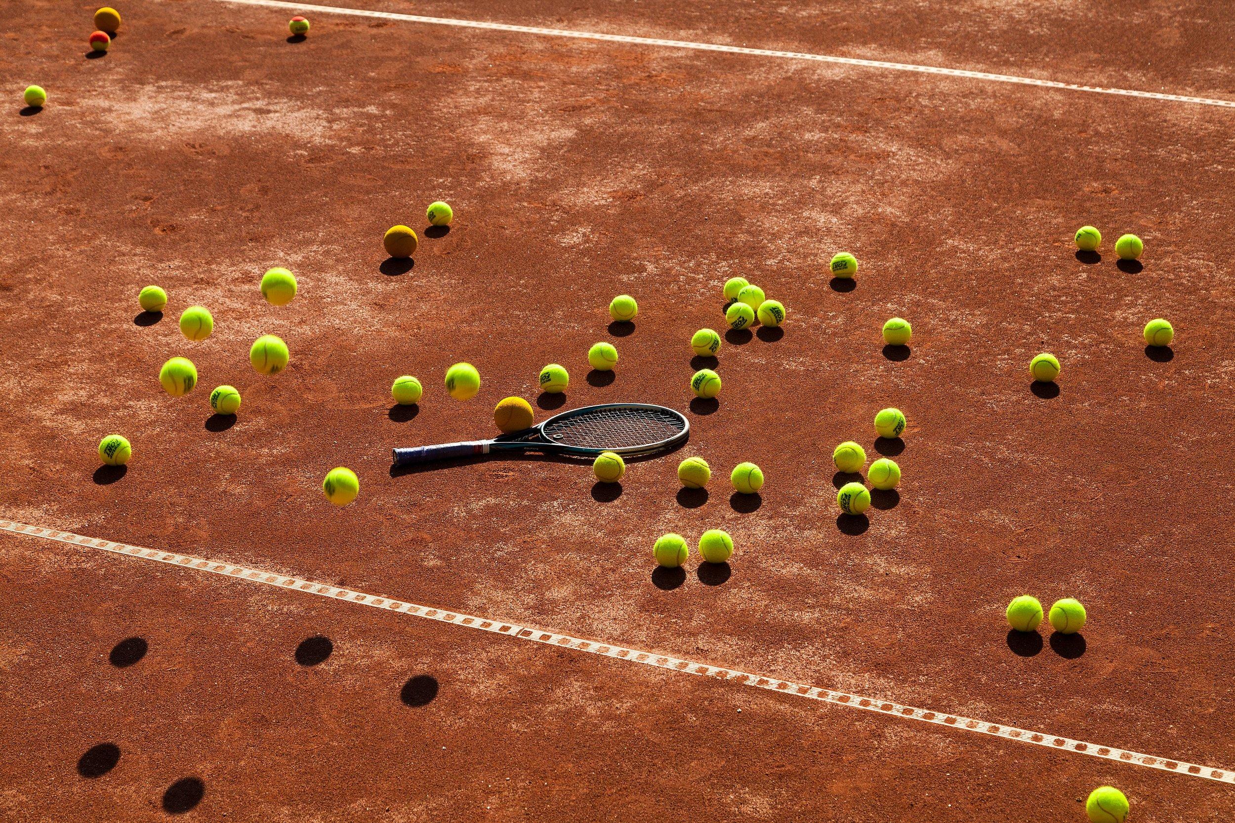 Maila-ja-paljon-palloja.jpg