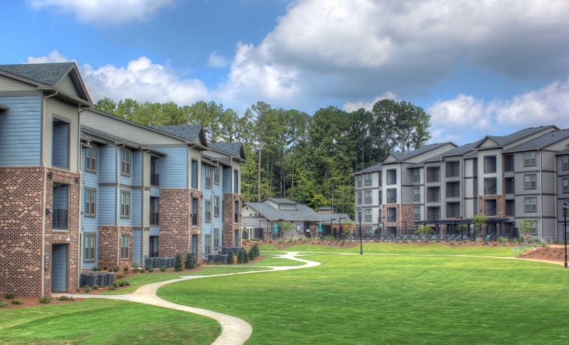 The Crest at Laurelwood Apartments