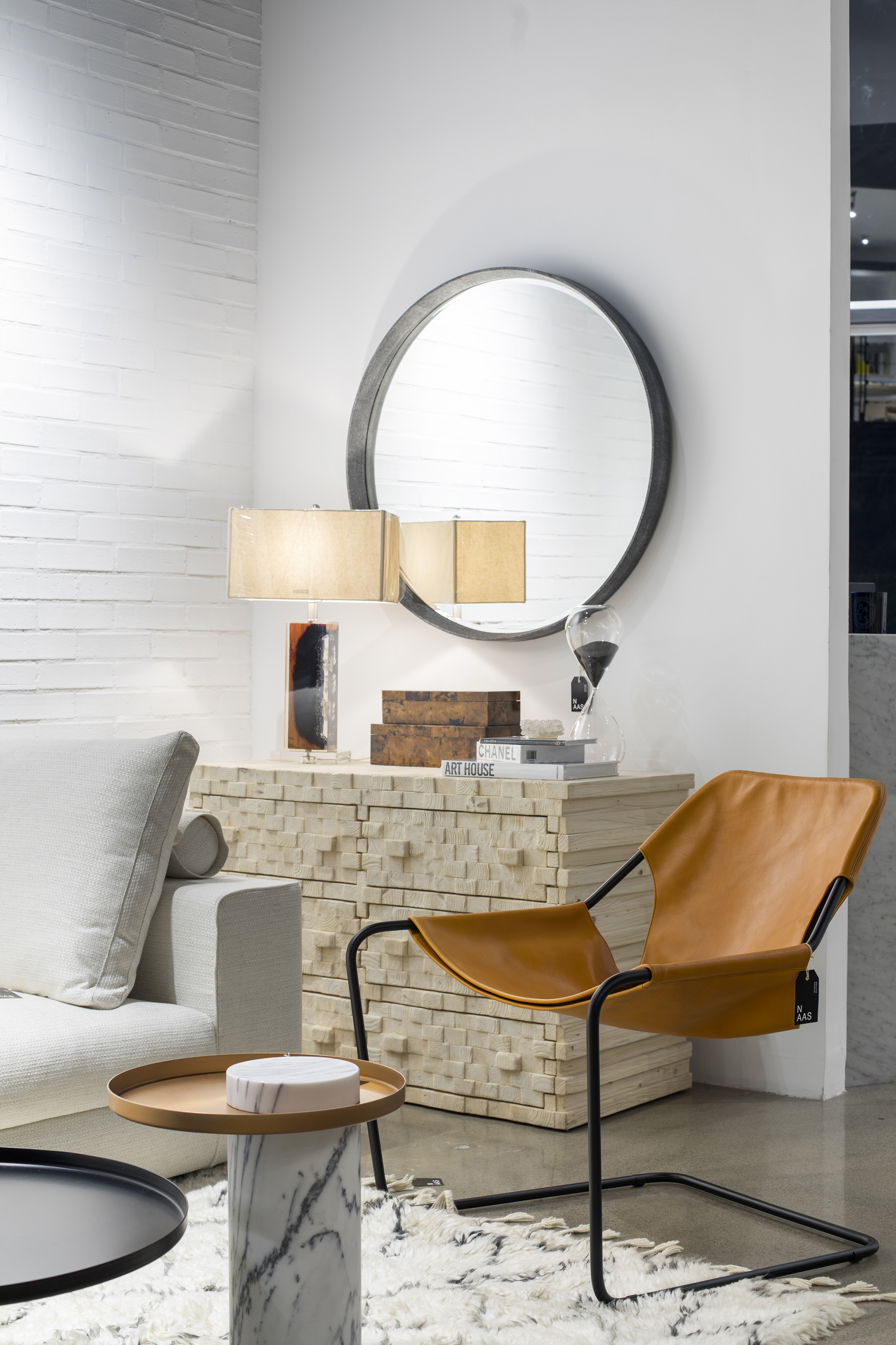 About Us - At NAAS our philosophy is based on innovation - to introduce the latest design trends to our clients and create alternatives for them to enjoy their lifestyle. To do so, we count on a showroom full of home fashions, materials and finishes where we use a
