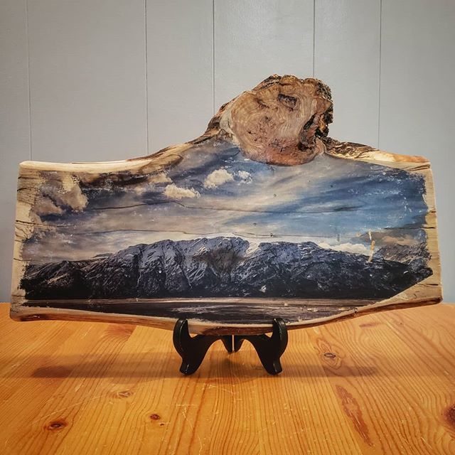 Whoa poplar! You da bomb dot com 💣  We've done up this image taken near Destruction Bay, YT on wood prints before and it always turns out well, but using this poplar slab from Rustic North really took it to the next level 🤘 My fav part is the cross section of the burl!!