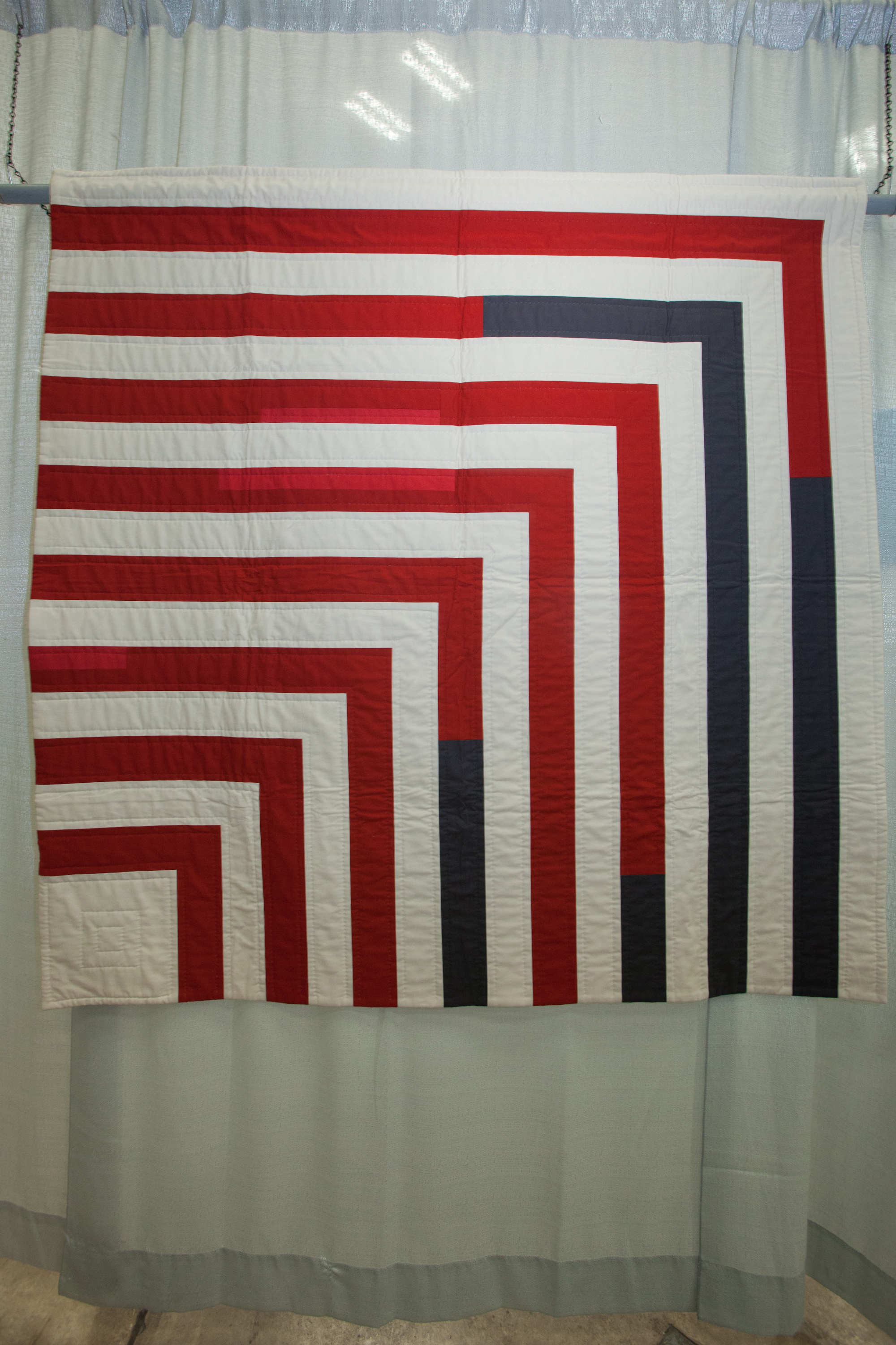 2nd Place: untitled  Pieced and quilted by Lindsay Stead