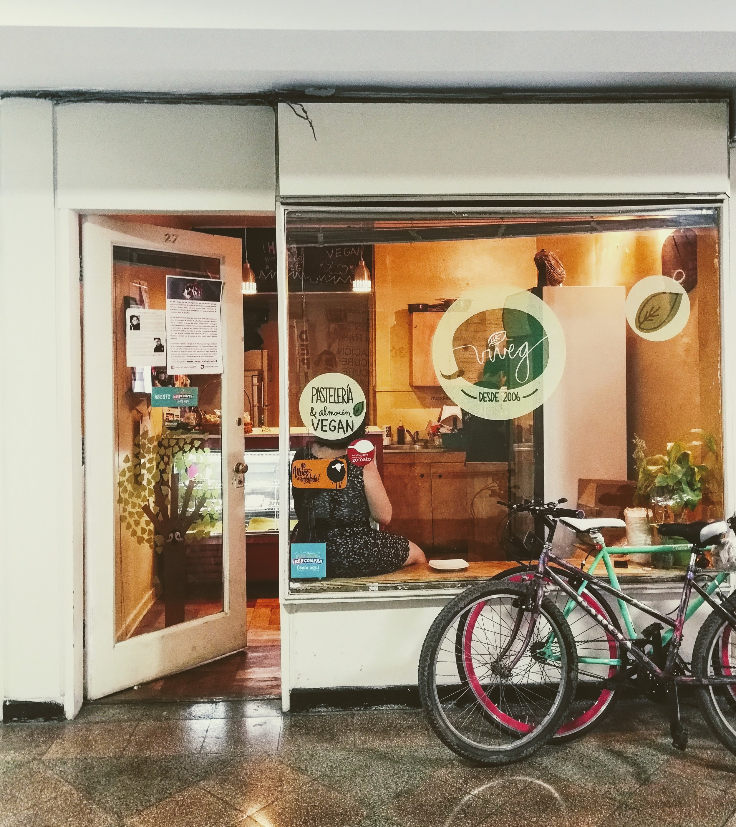 Viveg vegan bakery in the heart of Santiago de Chile. Where to find the best vegan empanada in Santiago.