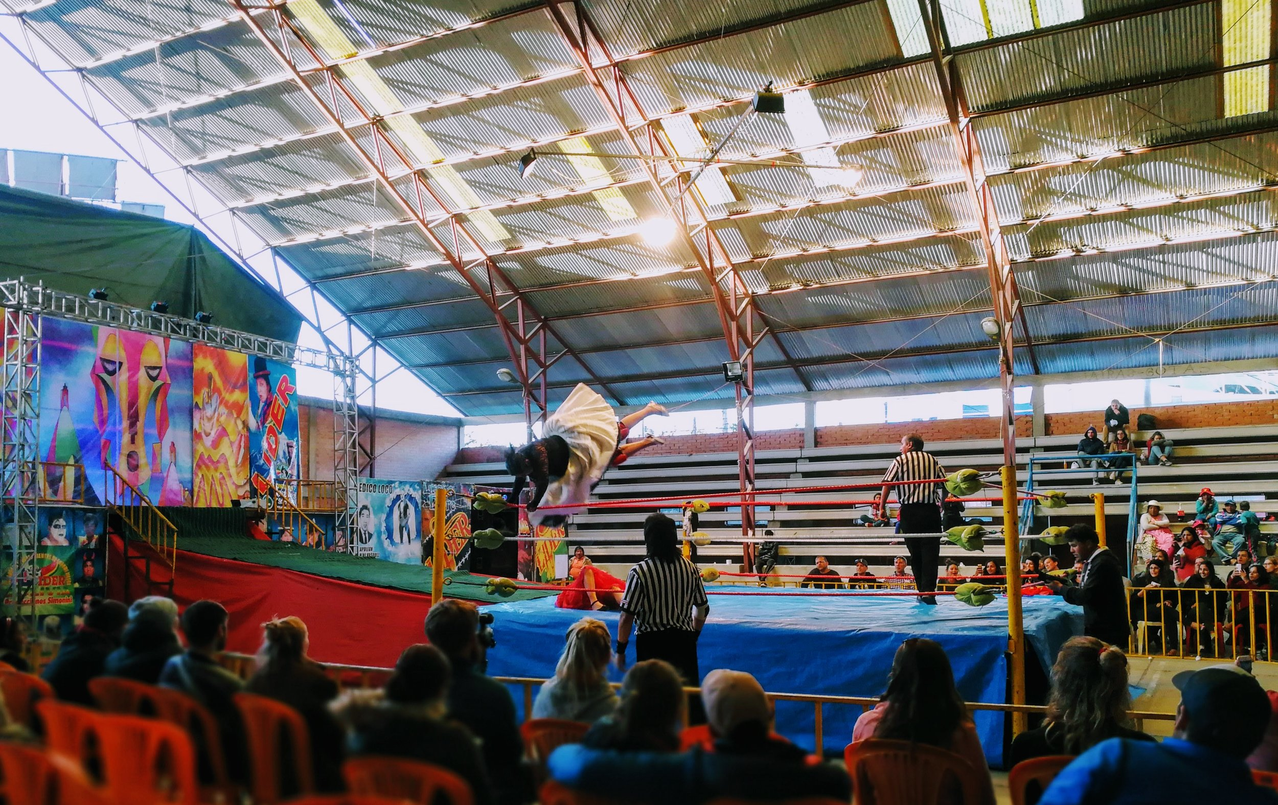 By the end of the show, wrestlers take the battle to the floor while the audience ditches their seats to surround the fighters, throwing popcorn, soda, and water at the opponent they want to lose.