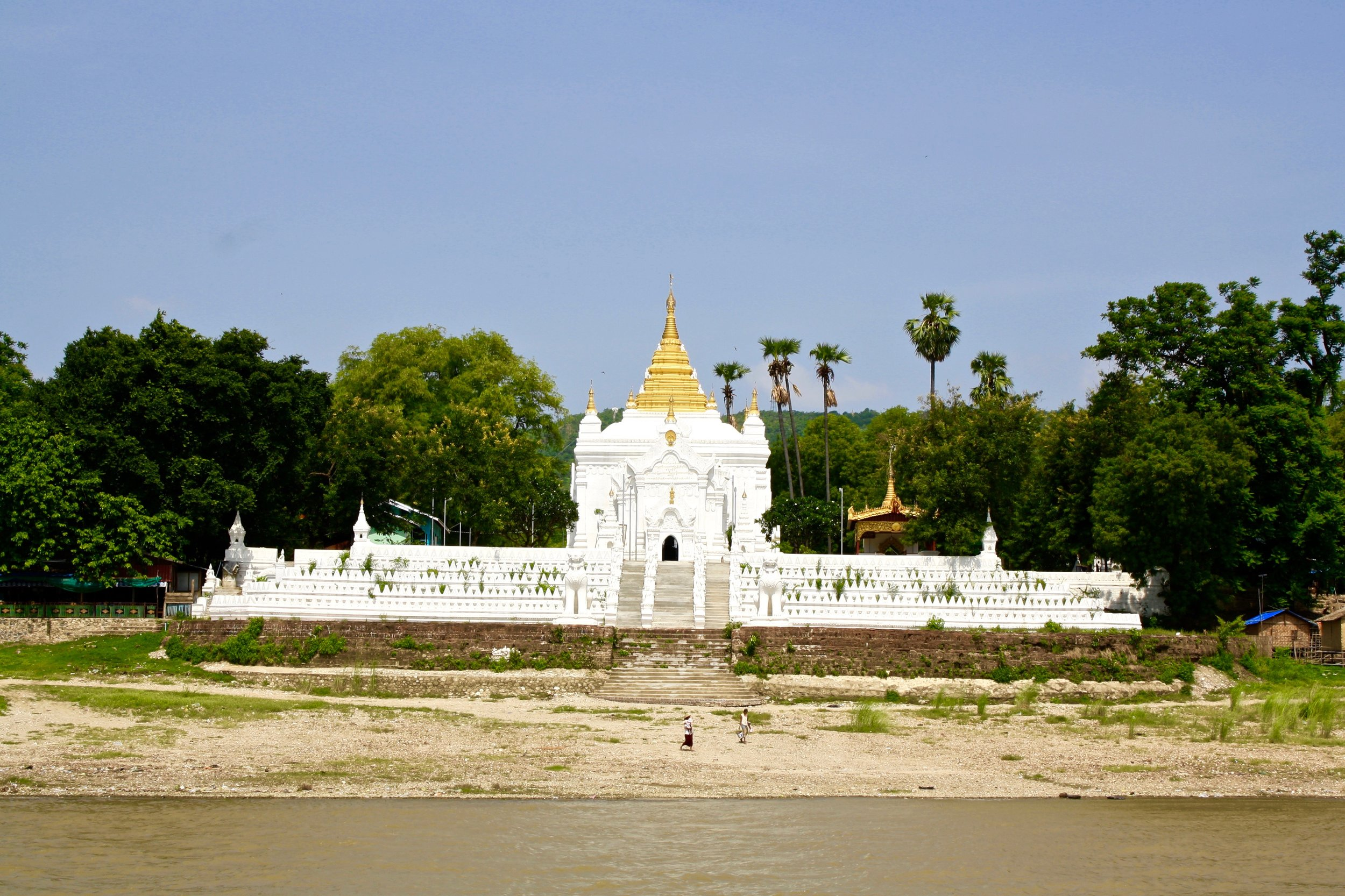 Mingun is best known for its gigantic, unfinished stupa, the Mingun Pahtodawgyi, which was meant to be the largest in the world (at a projected height of 150 metres), but now lies ravaged by earthquakes on the western banks of the Irrawaddy.