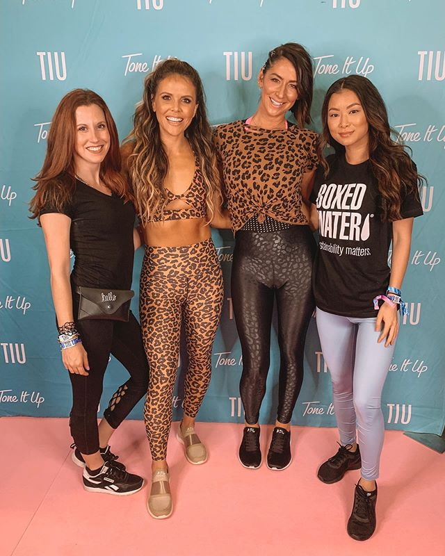 I can't believe I got the chance to meet @katrinaascott and @karenadawn from @toneitup at the @popsugarplayground Festival! I've been following them on Youtube for almost a decade and I love that they empower women to feel their best. Make sure to check out their workout videos. #toneitup #toneitupgirls #toneitupcommunity #toneitupgirl