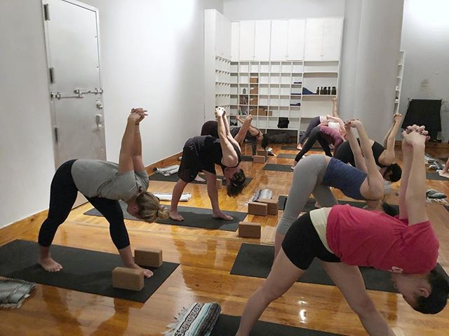 Happy Easter everyone! What a lovely group of people we had tonight - hope you can all join us for our weekend classes if you're in town #yogaeveryday #vinyasaflow #discipline #practice #yoganyc #sohonyc #yogainspiration #bigtoeyoga
