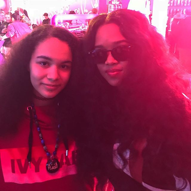Always🙏🏽Honored to be in the presence of #greatness🙌🏽🙌🏽Congratulations🌹to H.E.R.2️⃣🏆🏆Grammys🔥Best R&BAlbum📀Best R&B Performance🎸👏🏽👏🏽and 3️⃣other nominations👏🏽👏🏽👏🏽 @barbie 60th Anniversary #internationalwomensday #womenshistorymonth #barbie #blackgirlmagic #blackexcellence #dmc2018nycchamp🏆 #girls #dj #scratchvision #ranedj #nyc #love #soulinthehorn @sunnytheagent #lootmusicgroup #ladiesofhiphop
