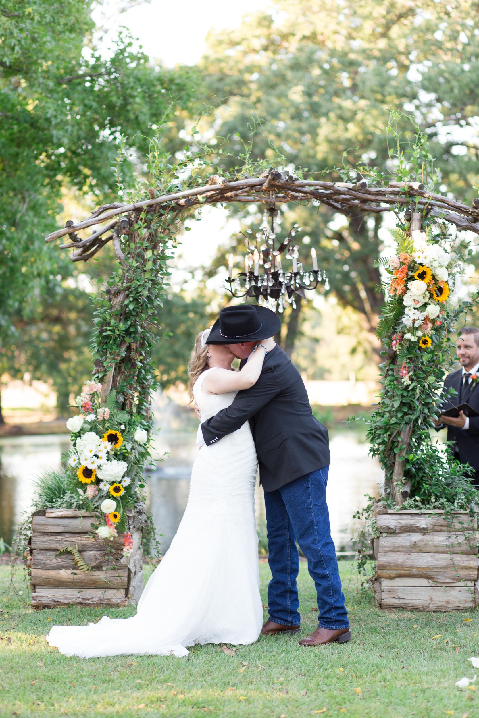 O'Connor-Wedding_kelsiehendricksphotography-57.jpg