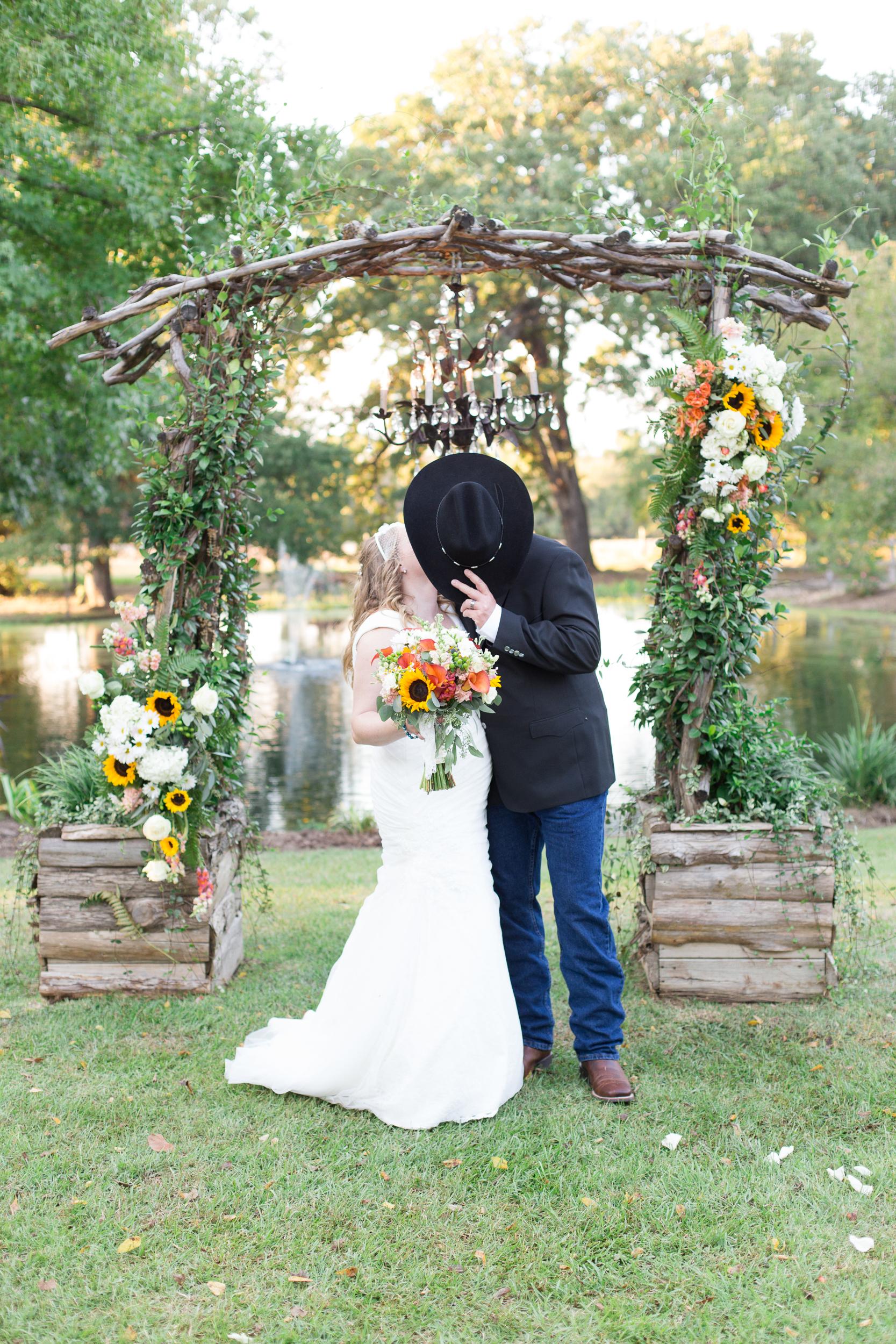 O'Connor-Wedding_kelsiehendricksphotography-64.jpg