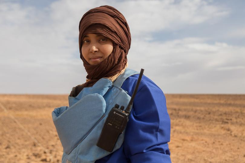 Resultado de imagen de women saharaui explosive wall in western sahara